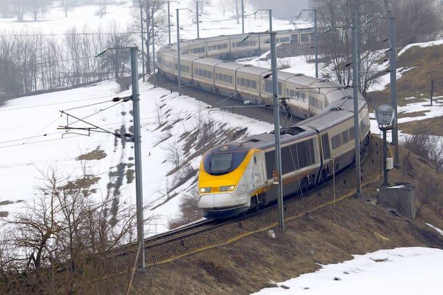 Plane vs Train | Welove2ski