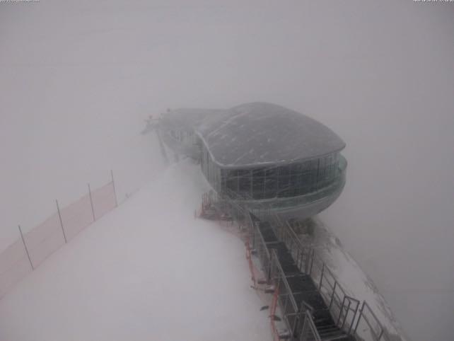 Wild, Snowy Weather in the Alps | Welove2ski